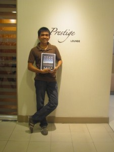 Filipino entrepreneur and business consultant LLOYDLUNA gets an iPad